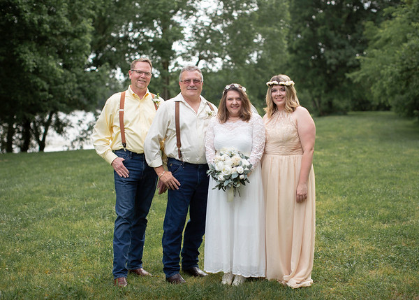 Bridal Party at Wedding at Nolichucky Vineyard by Everbright Photography