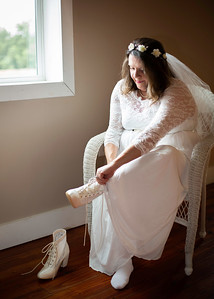 Bridal Getting Ready - Wedding at Nolichucky Vineyard by Everbright Photography