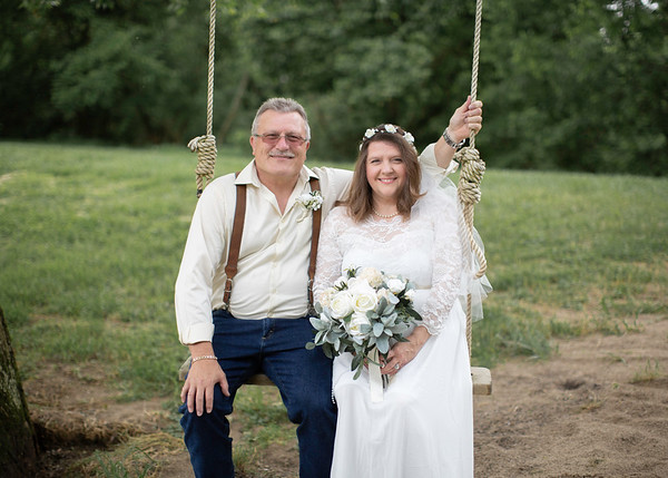 Groom & Bride at Nolichucky Vineyard, Everbright Photography
