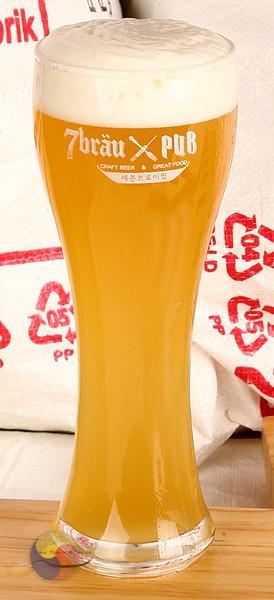 Krystal Weizen beer 7Brau
