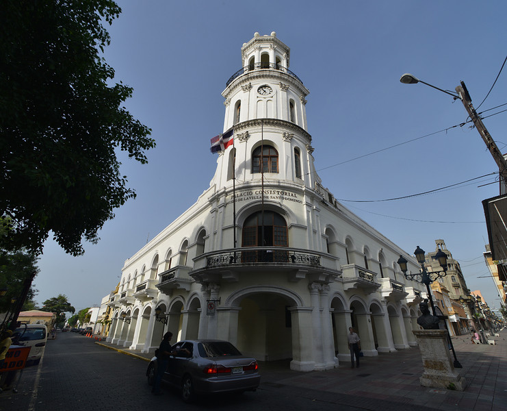 Palacio municipal Santo Domingo in the Parque Colon