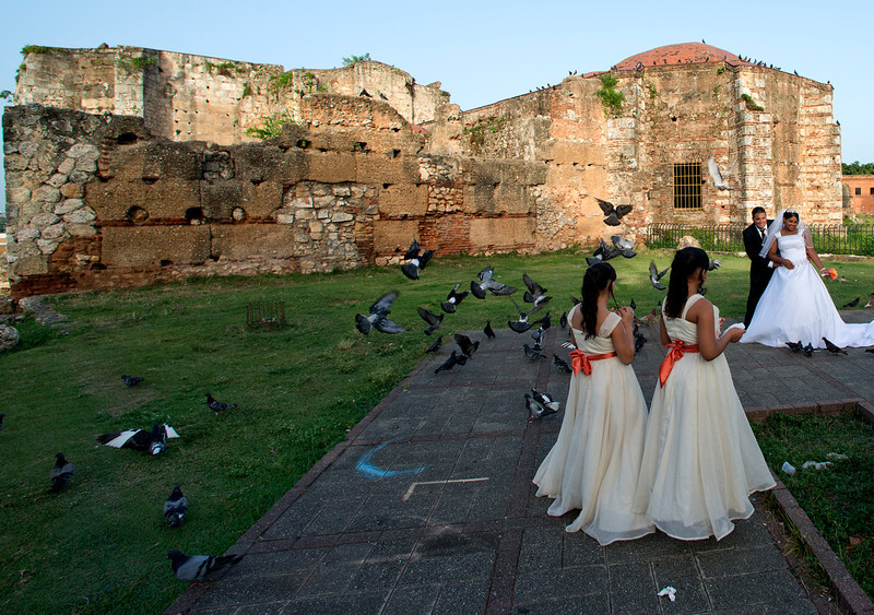 Wedding at the Ruinas del Monasterio de San Francisco (the New World's first monastery) in the Zona Colonial in Santo Domingo