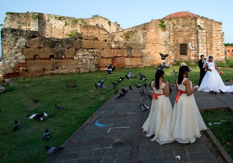 Wedding at the Ruinas del Monasterio de San Francisco (the New World's first monastery) in the Zona Colonial in Santo Domingo