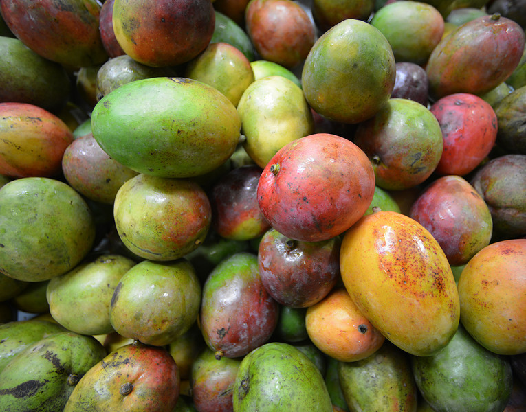 Mangoes in a Santo Domingo market