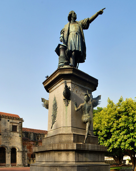Statue of Colon in Parque Colon, Zona Colonial, Santo Domingo