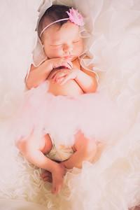 Brandon & Laura's Newborn Portraits-0017