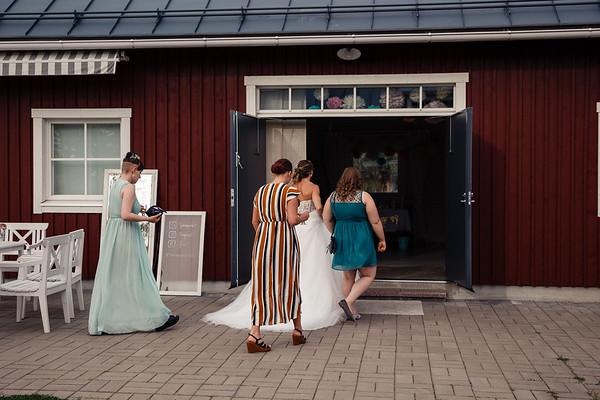 Dokumentaarinen hääkuvaus Turku Lammin talo-272