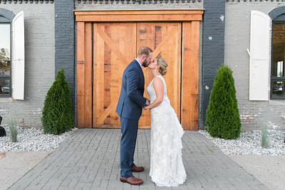 Ginny & Jon's wedding day at the Speakeasy & the Grand Reserve in Lexington, KY 7.16.16.  © 2016 Love & Lenses Photography/ Becky Flanery   www.loveandlenses.photography
