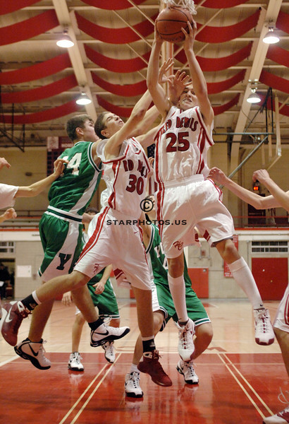 12/1/08<br /> Hinsdale Central HS<br /> <br /> York vs Hinsdale Central boys frosh basketball<br /> <br /> Scott Hardesty/www.starphotos.us
