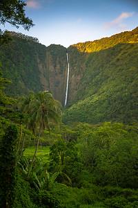 Hiʻilawe Falls