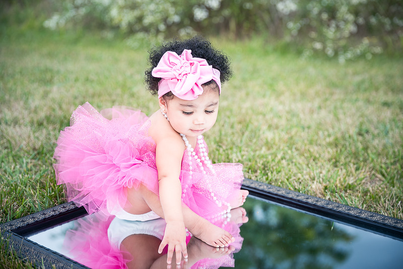 Laila's 1st Birthday and Smash Cake photography session in Lexington. KY.