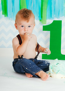 Olivier's first birthday and smash cake pictures.
