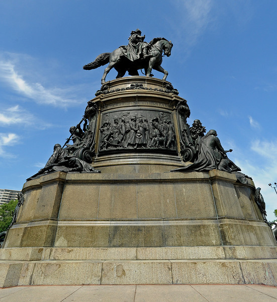 Washington Monument by Rudolph Siemering<br /> Eakins Oval<br /> Ben Franklin Parkway<br /> Philadelphia<br /> 7 May 2010