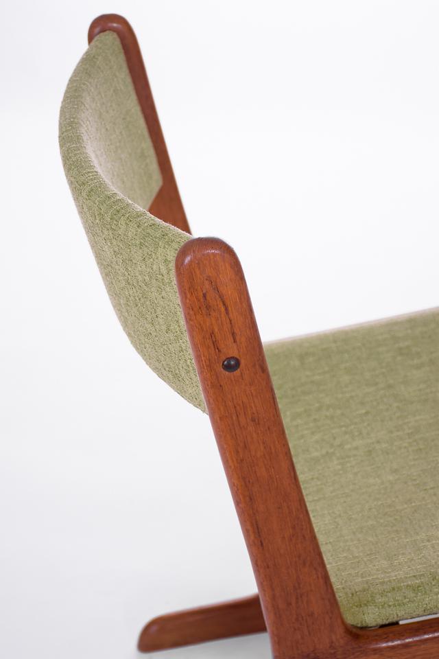 master U chairs-12