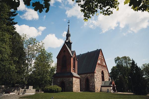 Pyhän Laurin kirkko Vantaa dokumentaarinen hääkuvaus-1