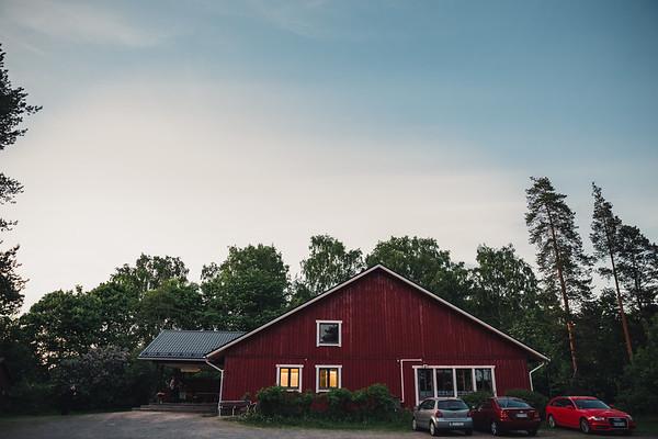 Pyhän Laurin kirkko Vantaa dokumentaarinen hääkuvaus-78