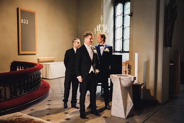 Pyhän Laurin kirkko Vantaa dokumentaarinen hääkuvaus-3