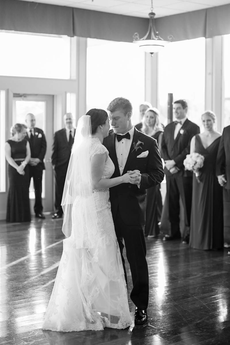 Black and white wedding photos from Samantha and Eric's wedding at Hunt Valley Country Club just outside of Baltimore. The best DC-area wedding photography is Jalapeno Photography.