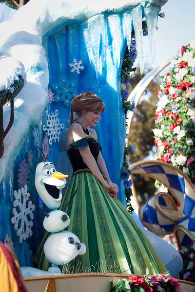Disney_141218_4035