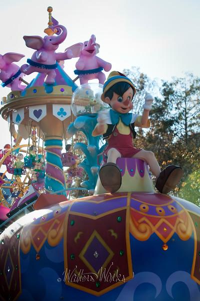 Disney_141218_4080