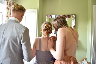 Prom 2017 Students from Tanbridge House School in Horsham getting ready for their Prom night. Southwater 30.07.2017 Photography by Sophie Ward Photography 07973725886. For Personal use only