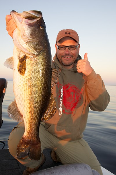 Brian Gay with a superb 8 lb largemouth freshwater bass, caught on a shiner from Lake Toho, Florida, November 2010.