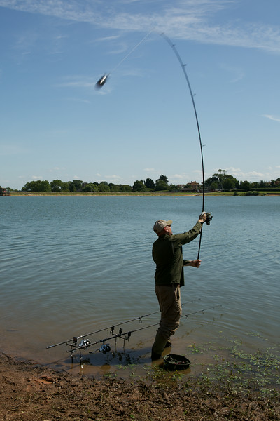 The midi spomb is ideal to cast 100 yes. I use the Entity Dup Spomb rod with a big pit 10000 reel and crystal braid in 20 lb strain to a 50 lb bread shock leader.