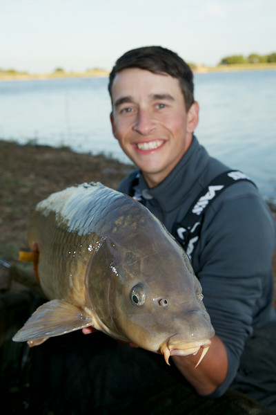 Shawn Kittridge with a  16 lb-plus Durleigh common carp. © 2014 Brian Gay / www.v2v-visuals.co.uk