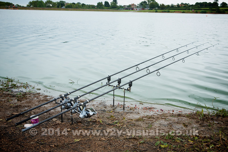 My combination is tapered 8 to 40 lb line; Shimano 10000 C14 Ultegras and Nash NRXD 13 ft; 3.5 TC rods. I keep a pot of the Purple Squid Boilie Dip by the rods to dip hook baits before casting.