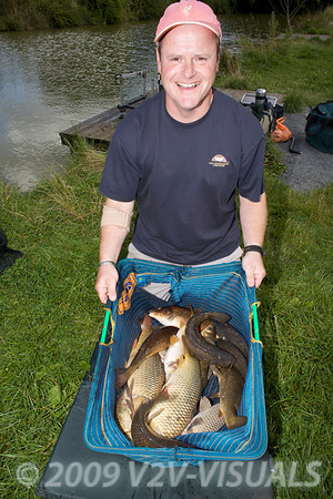 Les Thorne with a net of carp from Canal 2 at Greenridge Farm, nr Romsey, Hants. UK © 2009 Brian Gay
