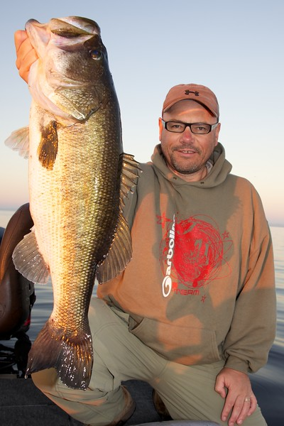 Brian Gay with a superb personal best 8 lb largemouth freshwater bass, caught on a shiner from Lake Toho, Florida, November 2010.