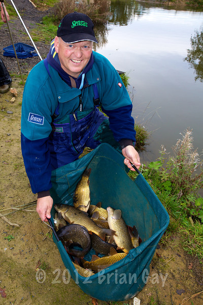 Ian Pauley with his winning 33-15-0 bag from the Main Lake. © 2012 Brian Gay