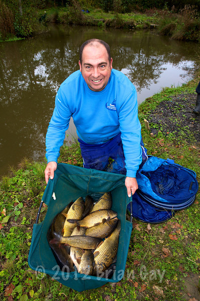 Steve Tucker with his 28-13-0 bag winning the Dead Tree Lake. © 2012 Brian Gay