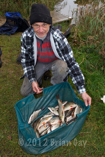Neil Simms with his winning silver fish bag of 18 lb © 2012 Brian Gay
