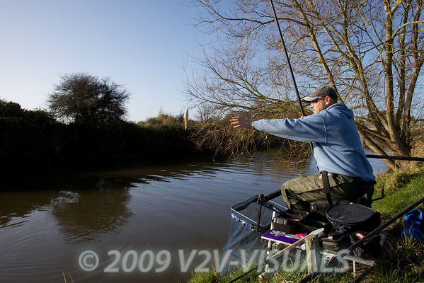 Swinging in a roach. River Kenn session 201109. © 2009 Brian Gay