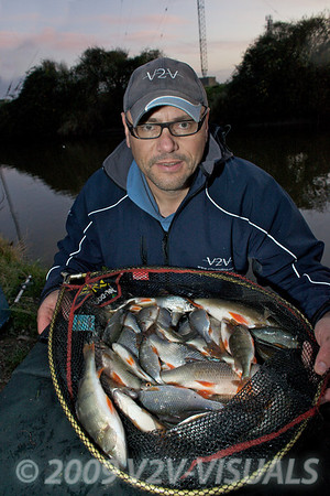 I ended the session with 15 lb of fish mostly roach plus a handful of perch. River Kenn session 201109. © 2009 Brian Gay