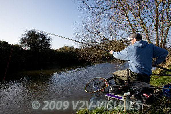 Playing a quality perch. River Kenn session 201109. © 2009 Brian Gay