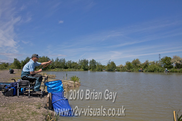 Feeding ten 8 mm pellets before casting. Brian Gay fishing the Pellet Waggler at Trinity Waters, Woodland Lake, 280510. © 2010 Brian Gay