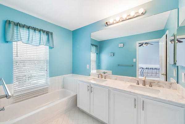 Redfin Brian Walters 3603 N Carriage Ct North Whales PA-online-16