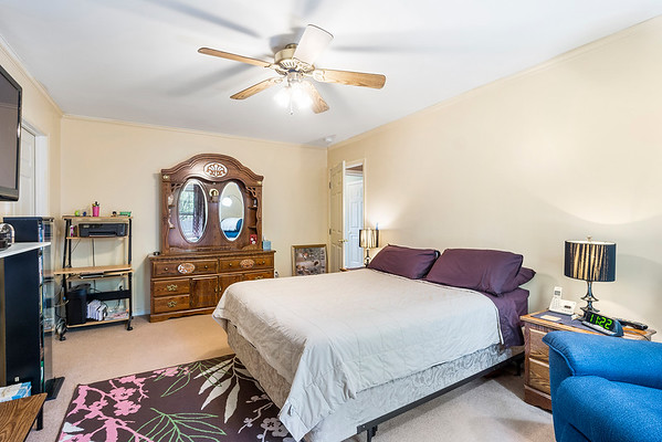 Angela DiCualco Redfin 411 N Catherine St Middletown DE-online-12