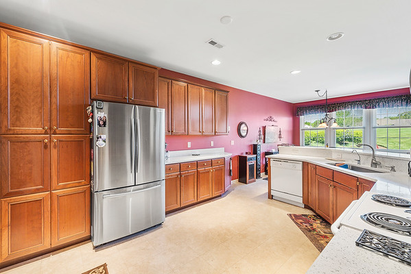 Heidi Heckler Redfin 228 Country Club Dr Telford PA-online-16