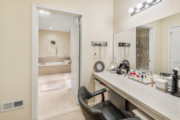 Heidi Heckler Redfin 228 Country Club Dr Telford PA-online-22
