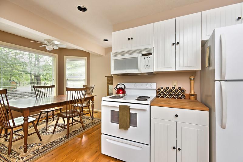 38_114f_Kitchen_Creekside Cottage_JeniferMorrisPhotography.jpg
