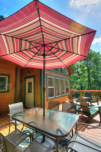 13_171f_Deck_Creekside Cottage_JeniferMorrisPhotography