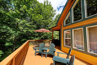 14_177f_Deck_Creekside Cottage_JeniferMorrisPhotography