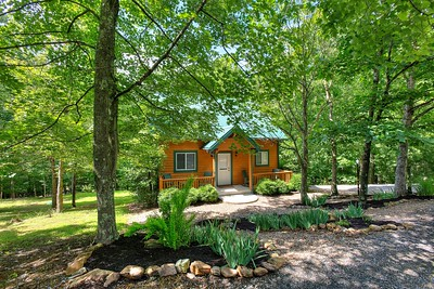 02_182_Front_Creekside Cottage_JeniferMorrisPhotographyAnd5more_Smooth 3