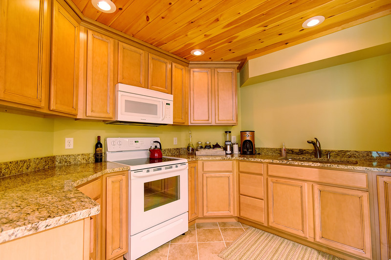 45_140f_LLKitchen_Creekside Cottage_JeniferMorrisPhotography.jpg