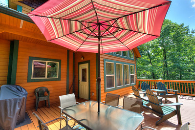 12_162f_Deck_Creekside Cottage_JeniferMorrisPhotography