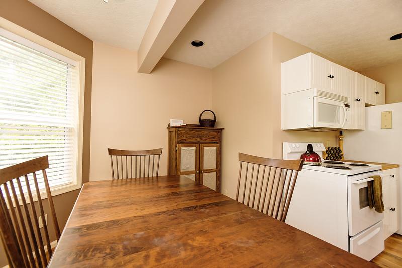 39_118ff_Kitchen_Creekside Cottage_JeniferMorrisPhotography.jpg