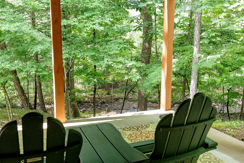11_233f_LLPatio_Creekside Cottage_JeniferMorrisPhotography.jpg